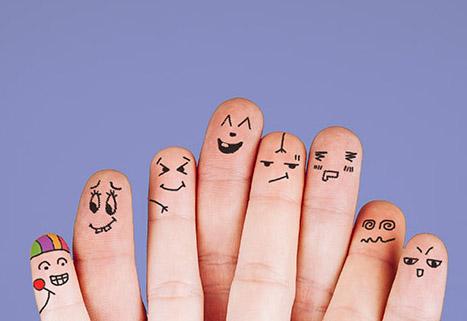 Man sieht zehn Finger nebeneinander auf die jeweil Gesichter gemalt sind. Die Gesichter drücken verschiedene Gefühle aus.